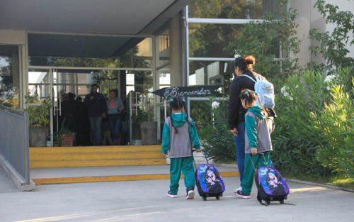 Más de 13.000 alumnos regresan a las aulas de clase en las escuelas y liceos municipales