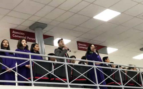ESTUDIANTES DE COLINA RECIBEN APLAUSOS EN INTERVENCIÓN URBANA DE TALLER DE CORO