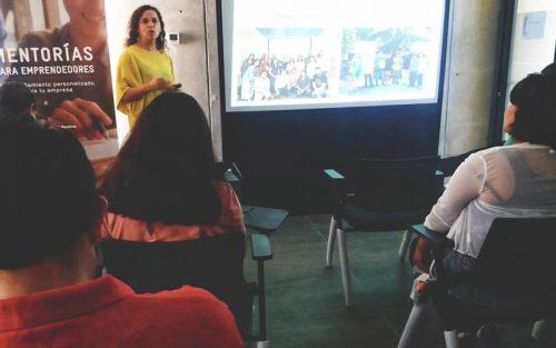 """Emprendedores de Colina se capacitaron sobre Marketing Digital y conocieron el Programa de Ayuda """"Arriba Chile"""""""
