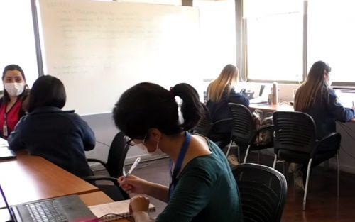 Un psicólogo, una matrona y una enfermera se suman al Call Center Colina Responde