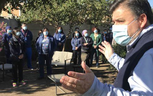 Colina entrega bono de $250 mil a trabajadores municipales de la salud