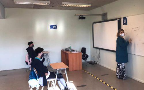 Cuartos medios de seis liceos municipales volvieron a clases voluntarias presenciales