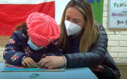 Alcaldesa visita escuela francisco petrinovic